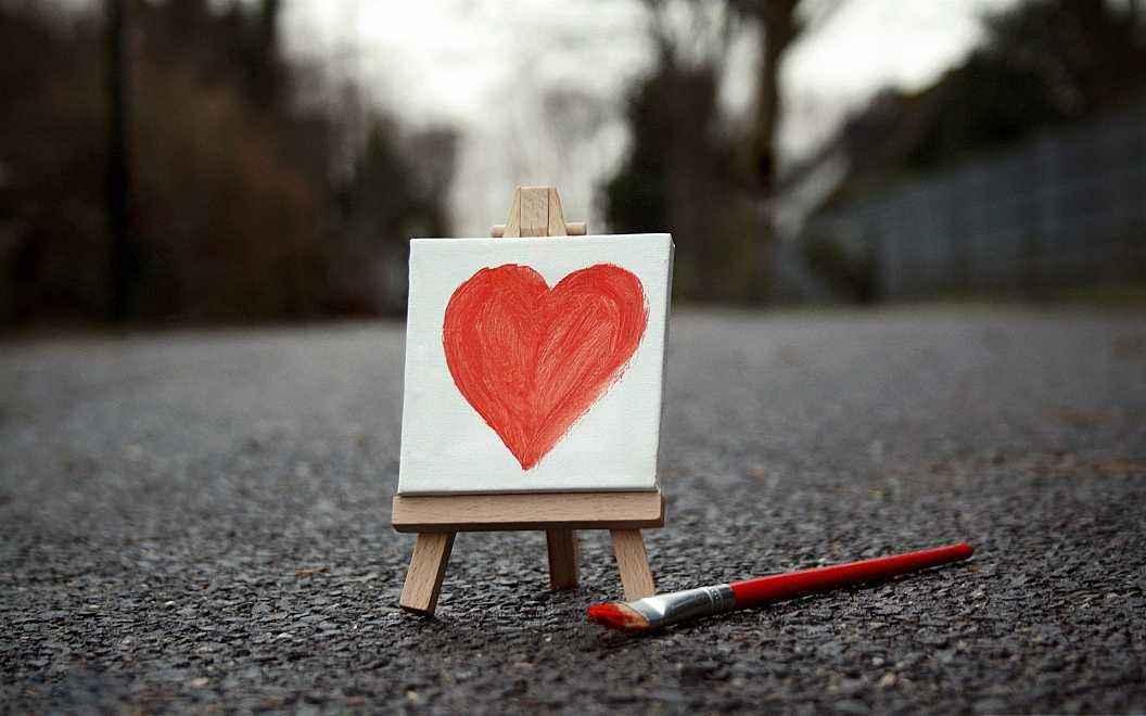 两个人分手后感悟爱情的文艺说说:装疯也只是让人觉得我坦诚