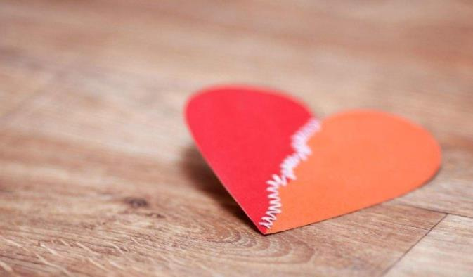 对感情看开看淡的心情说说:不在乎你的人也不要珍惜他,要学会自己爱自己。