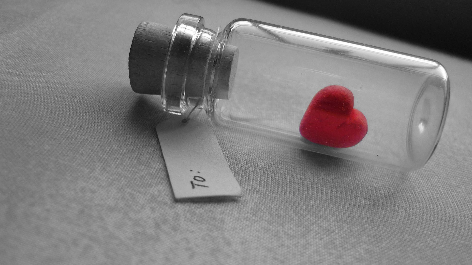 经典爱情伤感语录心情说说句子:再炙热单纯的心,都会变冷