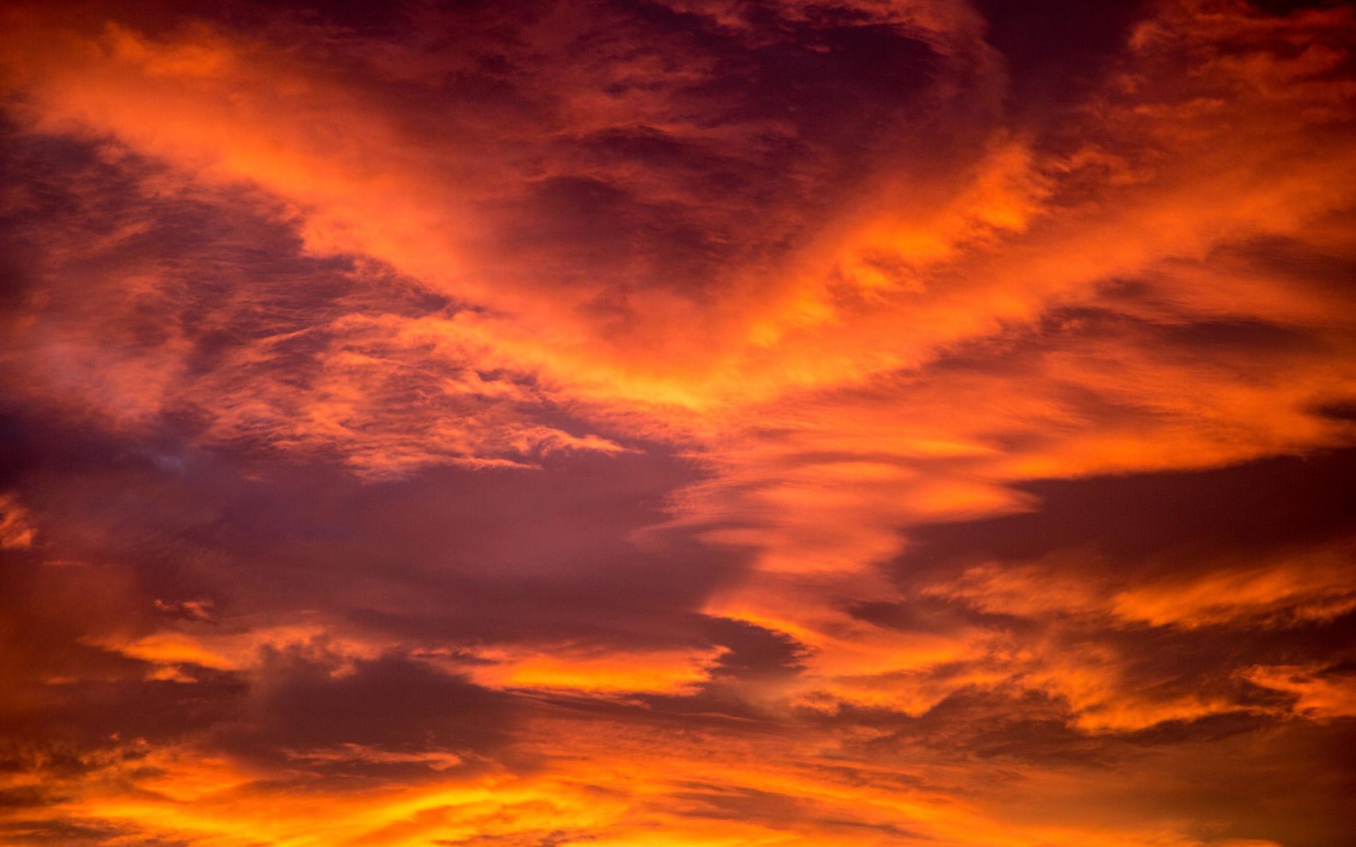 情感人生哲理原创经典句子: 天空寂寞了,纵容自己掉泪