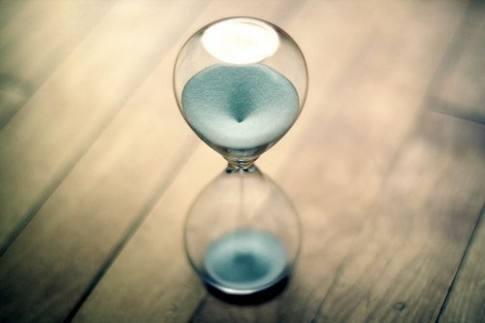 睡前感悟人生的经典心情说说:我始终相信世界的芳华,一直都在等我
