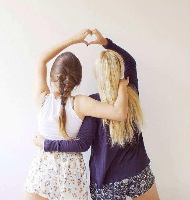 给闺蜜的友情经典语录说说:敏感的人,不适合三个人的友情