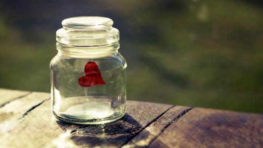 耐人寻味的伤感爱情说说:我想现在是你,以后是你,是你就好