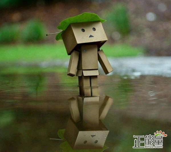 一个人的伤感心情说说:有的时候笑比哭更是难过,哭着哭着就笑了