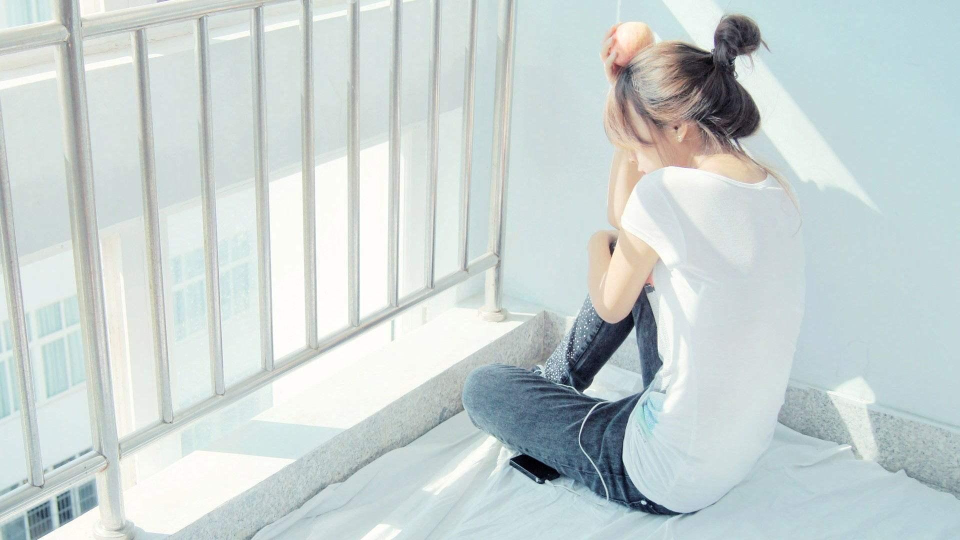 朋友圈傷感心情說說:心里有太在乎的人才會累,不放痛放更痛。