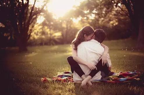 最经典的爱情语录:让爱变得更甜美。