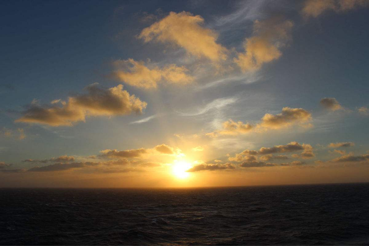 阳光简短励志唯美句子:要对自己说,你要撑住,你不能倒下