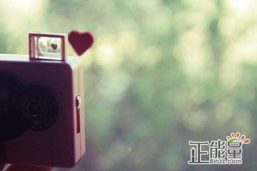 男生感悟爱情的句子:生活告诉我们不要哭,即使痛的要死也要微笑
