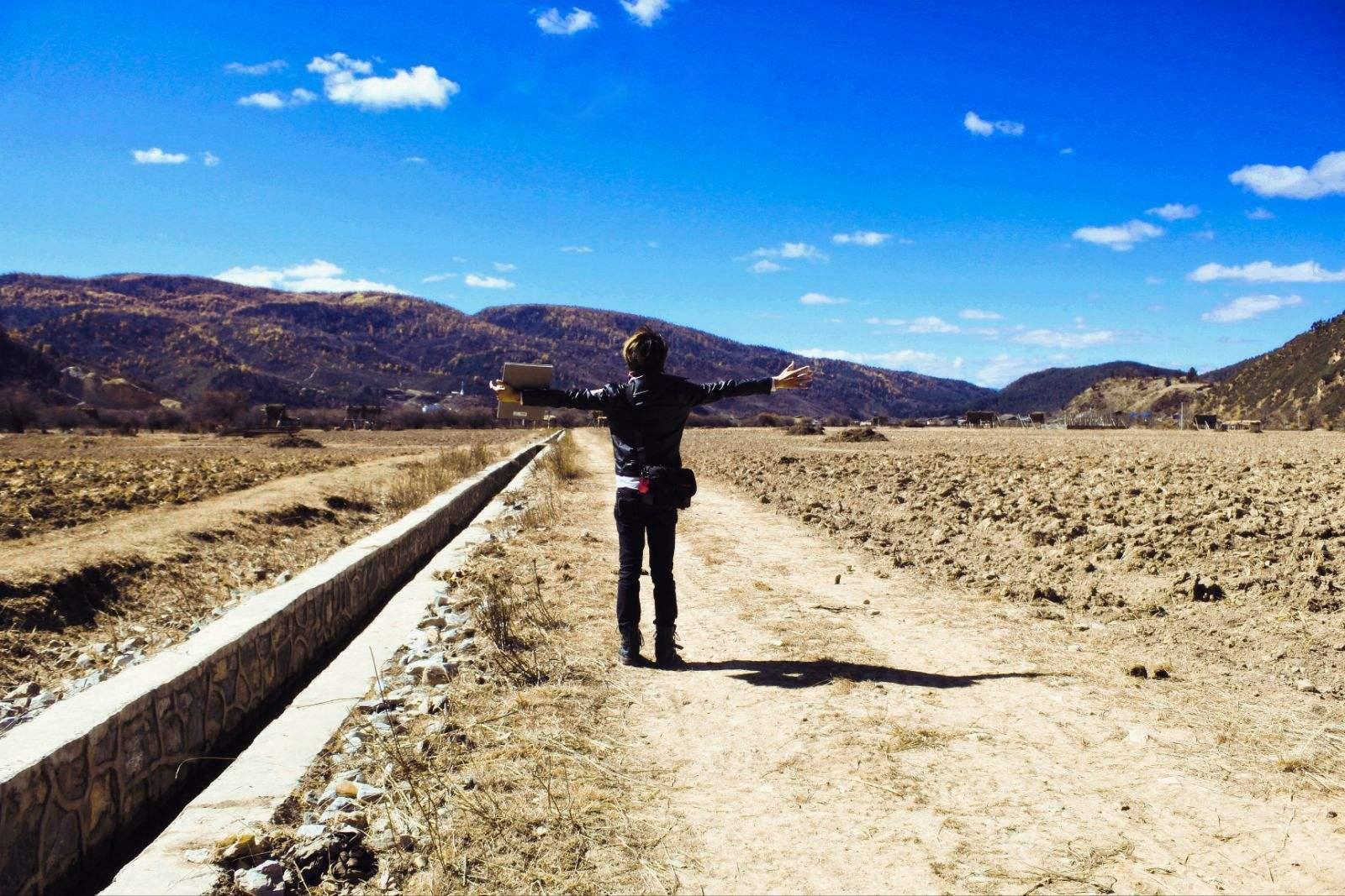 人生哲理美文欣赏:行走在路上