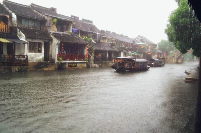 关于小镇的雨优美散文