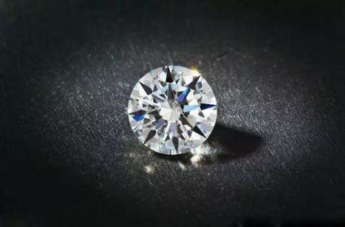 对于钻石的销售来说,首当其冲的是钻石的(),也就是钻石的()