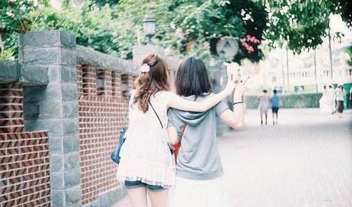 送给闺蜜的关于友情的说说:她总能把我看通透,她是世界上最懂我的人