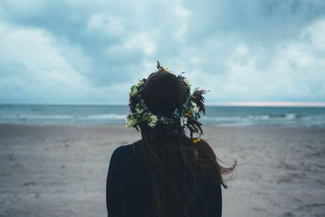 感悟友情的伤感心情说说:来年陌生的,是昨日最亲的某某