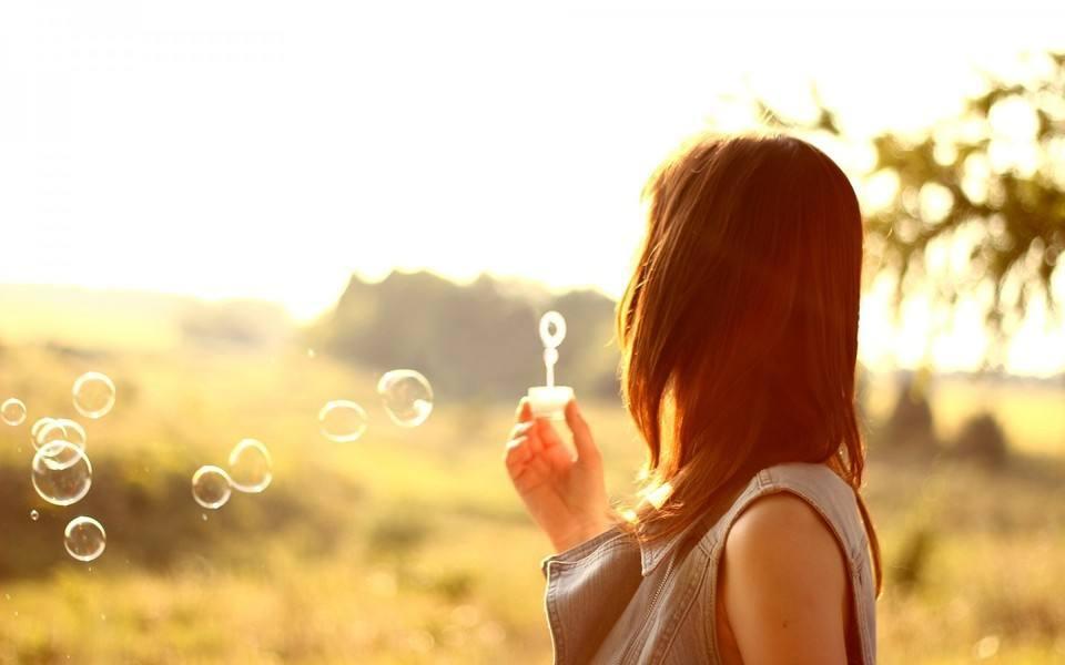 流泪说分手的伤感爱情语录:时间可以让我等待,也可以治愈我
