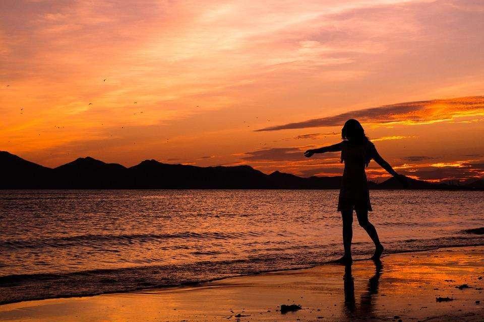 成长励志经典心情语录:人生之路,何尝不是一人独自行走