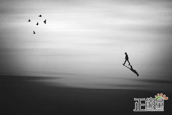 生来孤独的情感说说心酸语录:孤独的人什么都没有