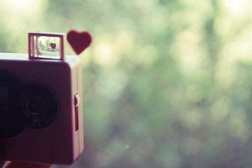 怀念过去爱情心情不好的句子:控制不了自己去接近你,想想就悲伤