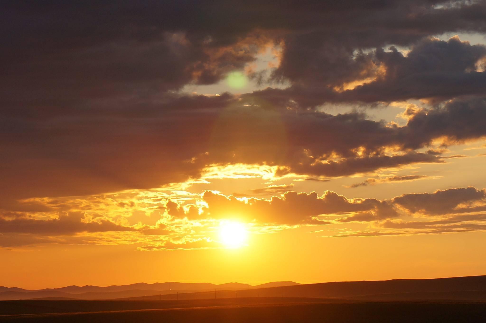 新的一天开始的早安正能量语录:怎么开心就怎么活