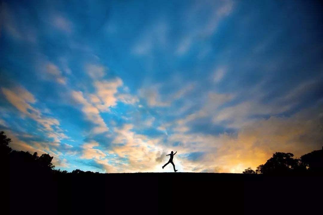 告诉自己要坚强的心灵鸡汤语录:在人来人往中坚强