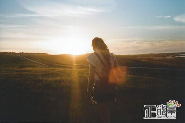 致我们回不去的曾经感叹时光的说说:再也回不去了,也不想回去了