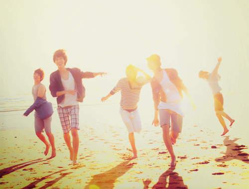 [就在一起谁让我们相遇]难得相遇,请在一起;难得有趣,请放心笑!