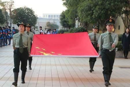 2018年红旗飘飘引我成长征文(4篇)