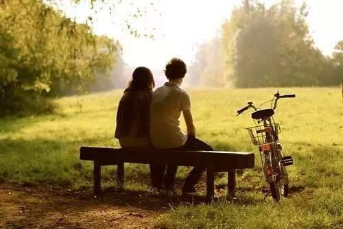 【如果一个人在乎你即使再忙】一个人若在乎你,再忙都不是借口