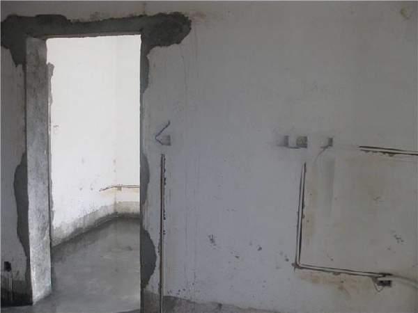 墙体的加固有两种,一种是承重墙,另一种是___。