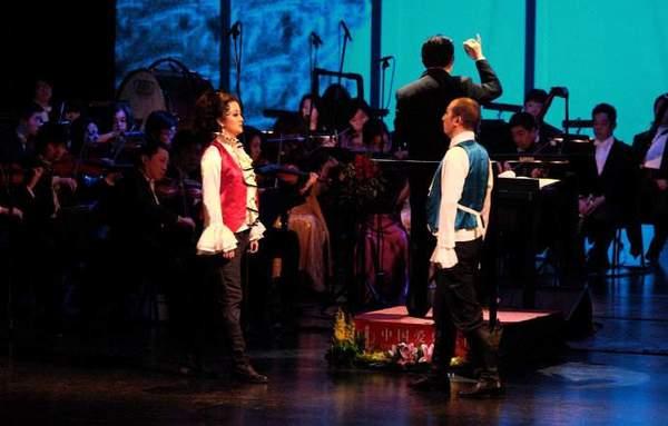 歌劇演奏的樂隊:() A.管弦樂隊B.電聲樂隊C.爵士樂隊D.中國民族管弦