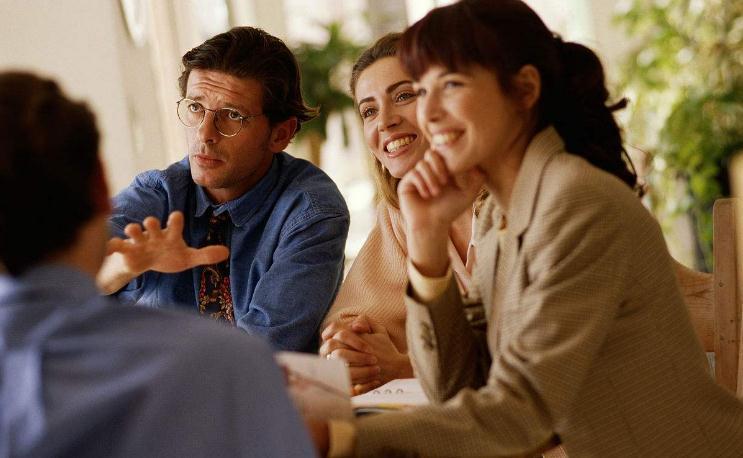 以非正式群体的性质或效益为依据,可以把非正式群体分为()。A.混合型