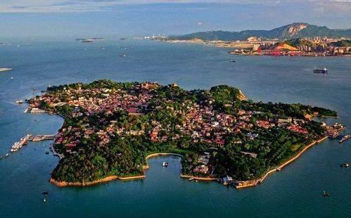 """被称为""""中国四大名屿""""之一的鼓浪屿,位于()。  A、青岛  B、连云港"""