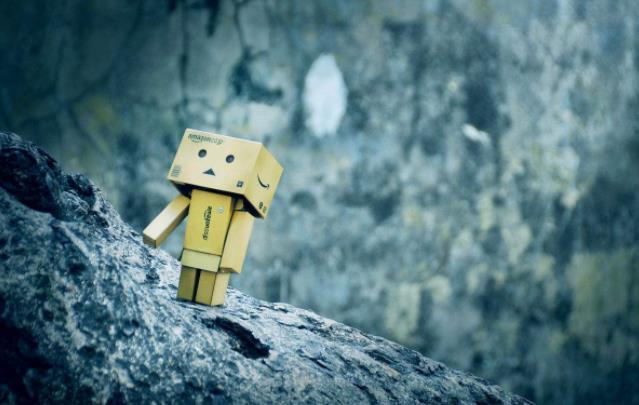 简短伤感心情语录:习惯了一个人的存在感,真不值得。