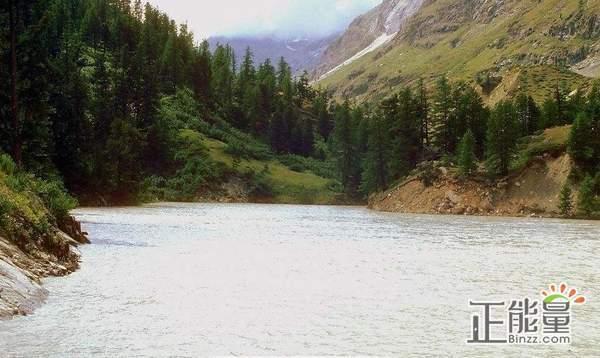 读《那一片水土山河》有感:温度、深度和力度