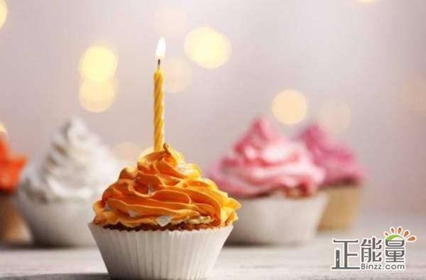 适合发朋友圈的生日祝福:用一颗真诚的心为你打开岁月新的一章,祝你生日快乐。