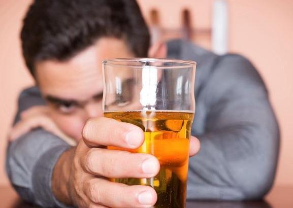 喝酒要量力而行,别为了工作搞垮身体
