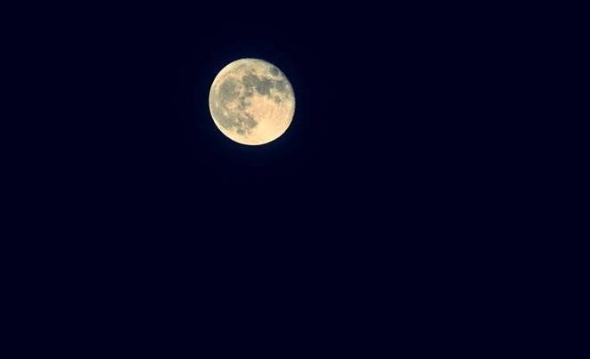晚安心语正能量励志语录:亲爱的,你是不是也在变优秀在等我呢!