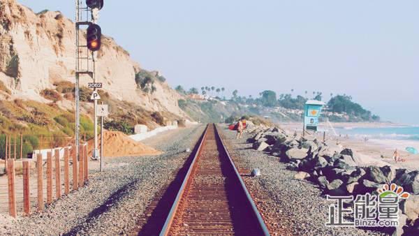 关于轨道的初中生作文:铁轨轻言
