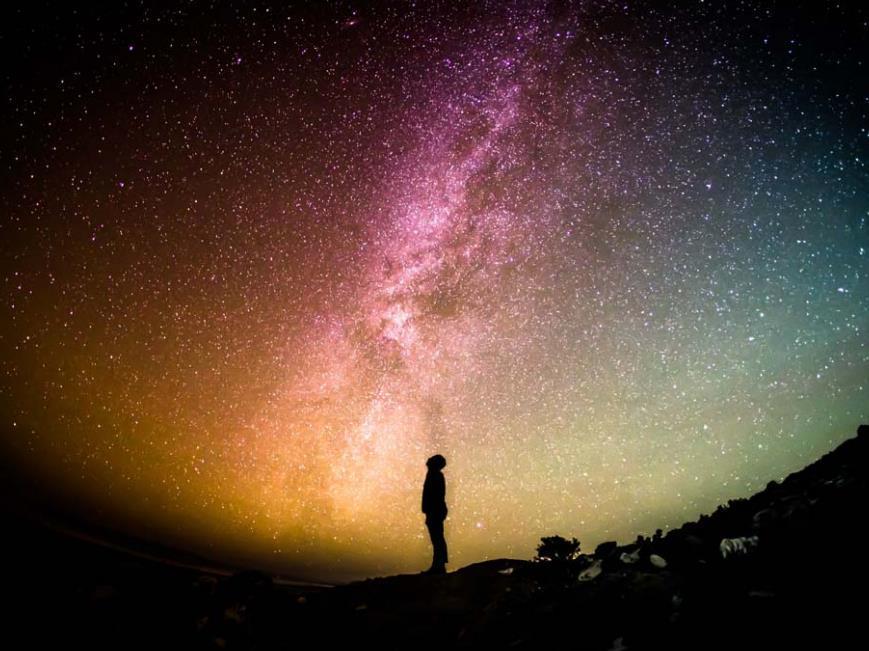 笑的背后是孤单心酸情感语录说说:孤独让我看清这个世界