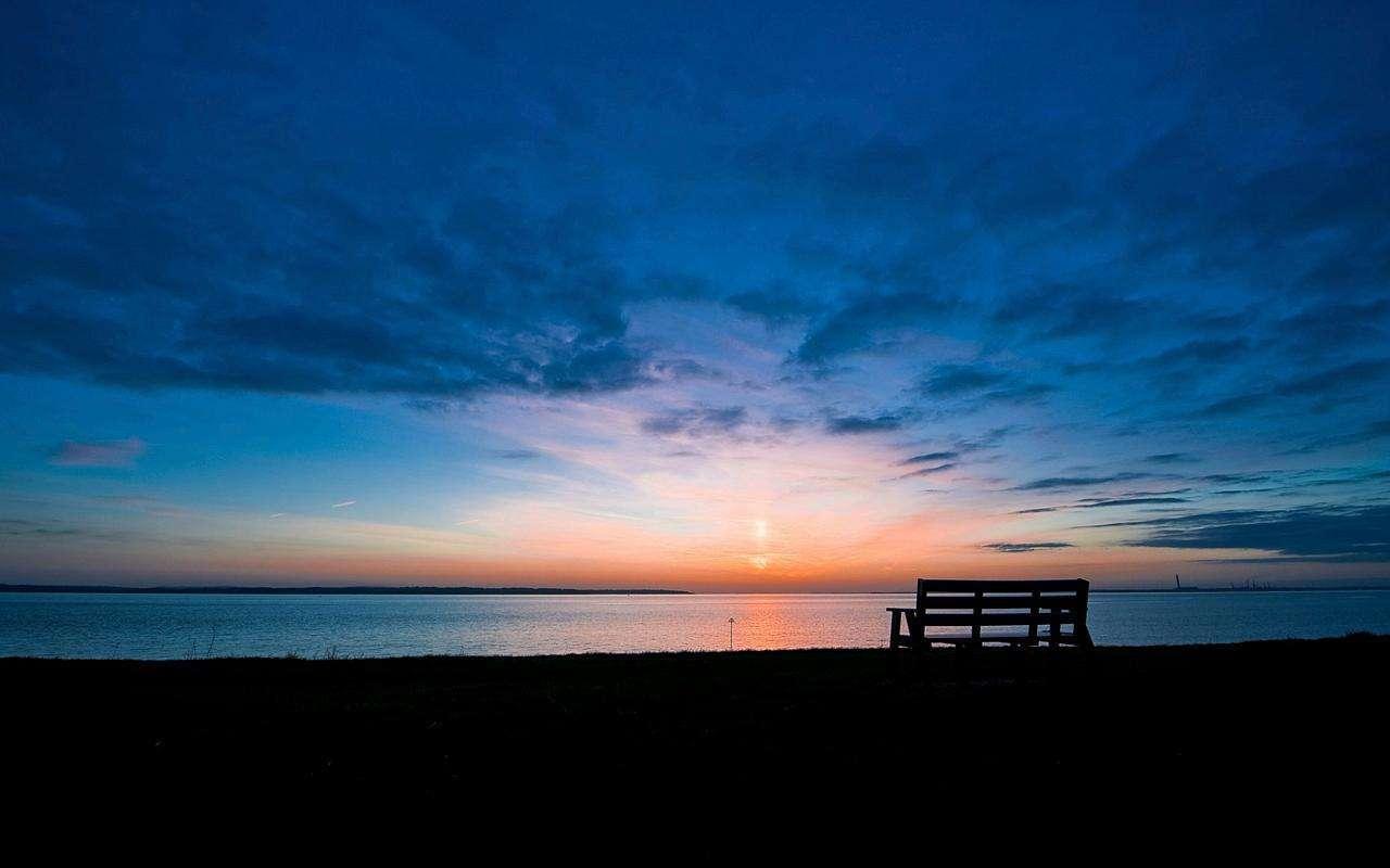 一个人要习惯孤独的说说心情语录:不要奢望有人在乎你,自己才最重要