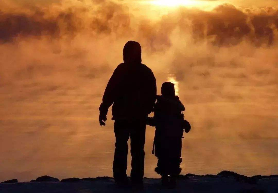 时光请善待爸妈的短句说说:父母的爱是美好而自然的