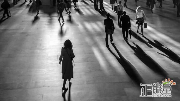 一个人孤独久了的句子心酸语录:孤独患者,不需要谁救赎